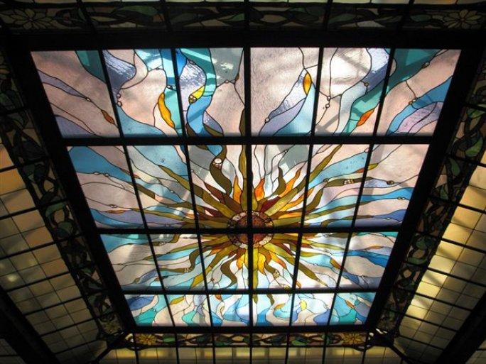 11. Witraż w Sali Świetlikowej w Starej Giełdzie - proj. Anna Lamparska, 2002, Plac Solny 16, fot. Ewelina Kwiatkowska