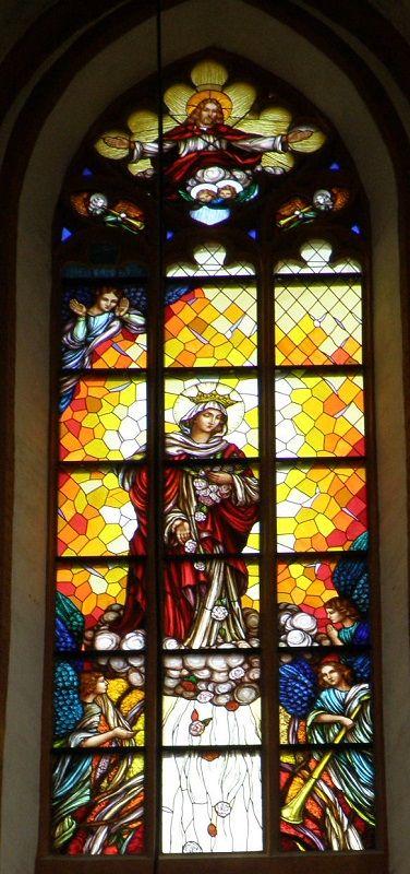 7. Witraże (3 okna) w prezbiterium Bazyliki pw. Św. Elżbiety Węgierskiej - proj. Anna Lamparska, 2010, ul. Św. Elżbiety 1, fot. Monika Muszyńska